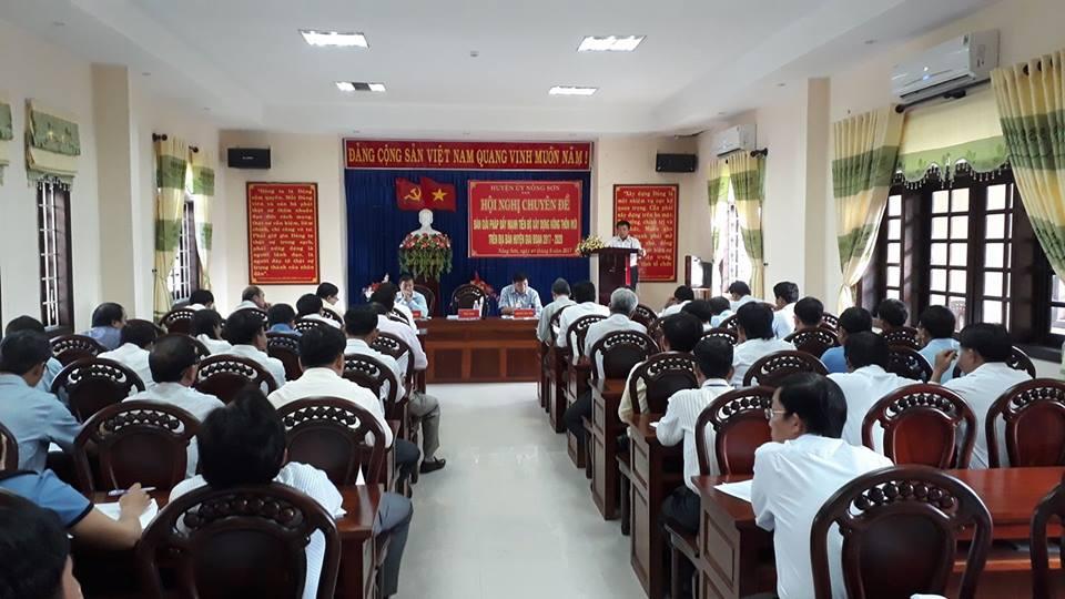 Quang cảnh hội nghị  chuyên đề bàn giải pháp đẩy mạnh tiến độ xây dựng nông thôn mới trên địa bàn huyện giai đoạn 2017-2020.